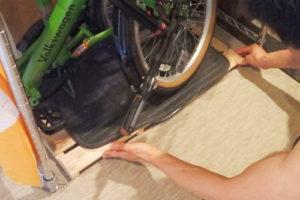 折りたたみ自転車 室内 収納 すのこ 引き出し ラック